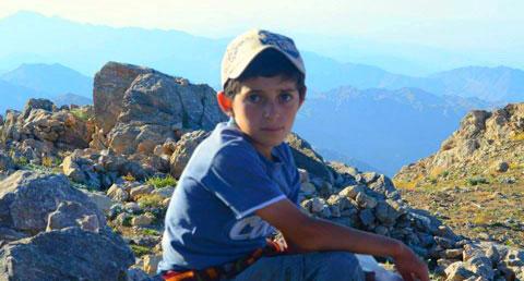 Սասնոյ լեռներուն վրայ այծեր արածող փոքրիկ հայ հովիւ Շահինը