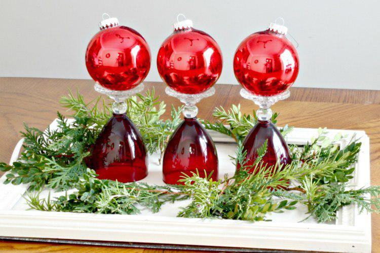 deco-noel-fait-maison-verre-vin-boules-noel-presentoirs-boules-noel-rouges